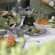 Kalte uns warme Köstlichkeiten vom Buffet